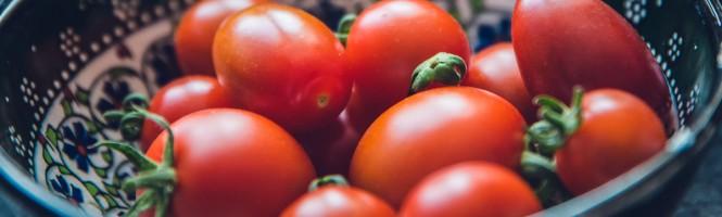 Tomates rellenos de bonito del norte y queso de O Cebreiro